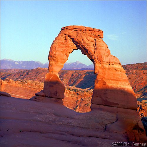 delicate arch at sunset lores.jpg (71063 bytes)
